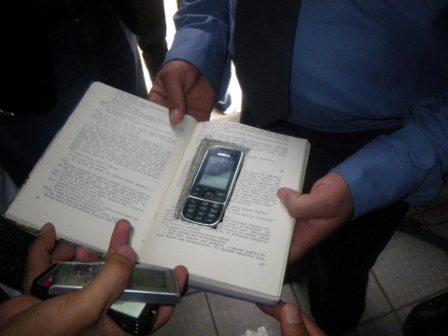 Кургантюбинские школьники придумали, как спрятать мобильный телефон